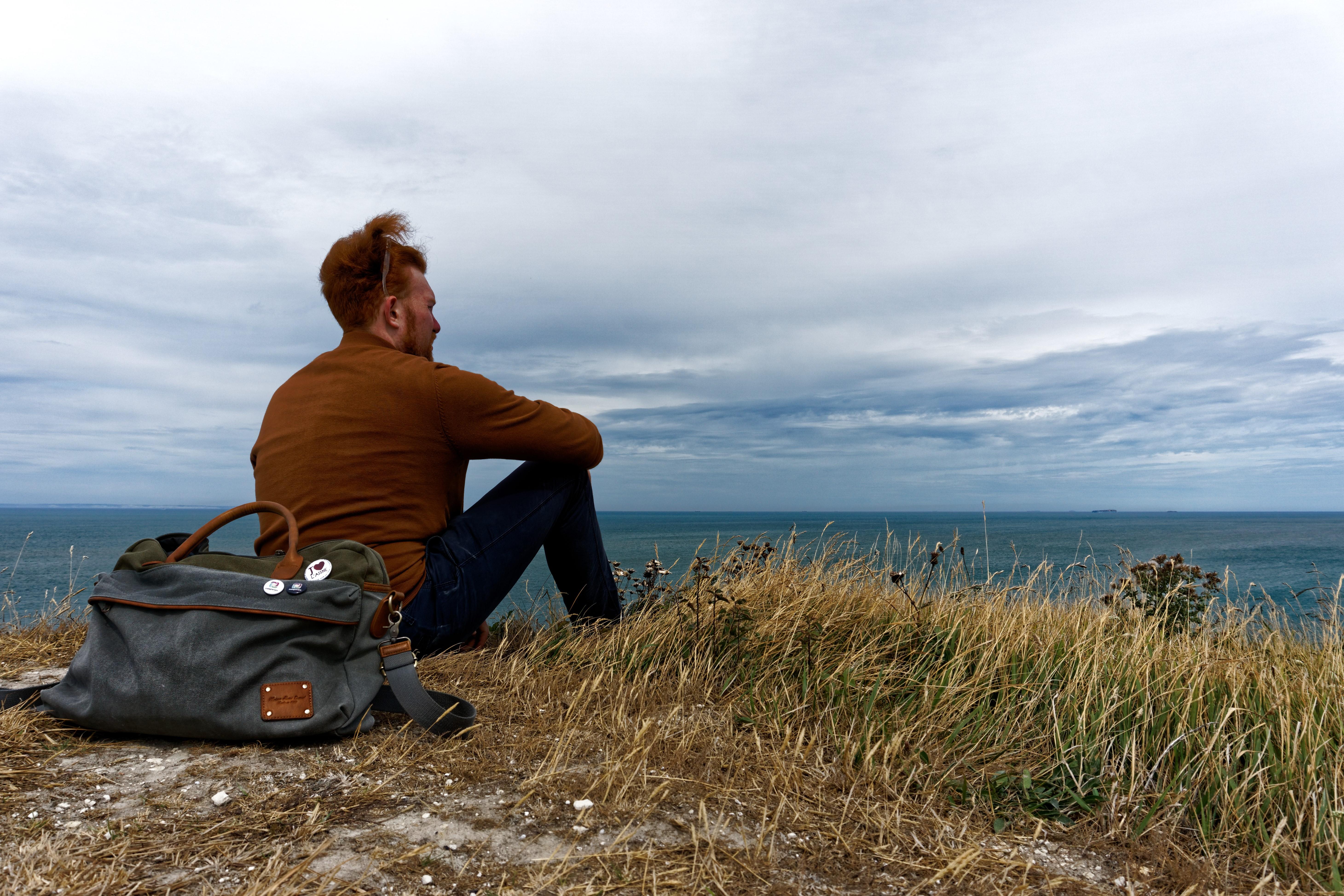 Admirer le paysage et rester pensif
