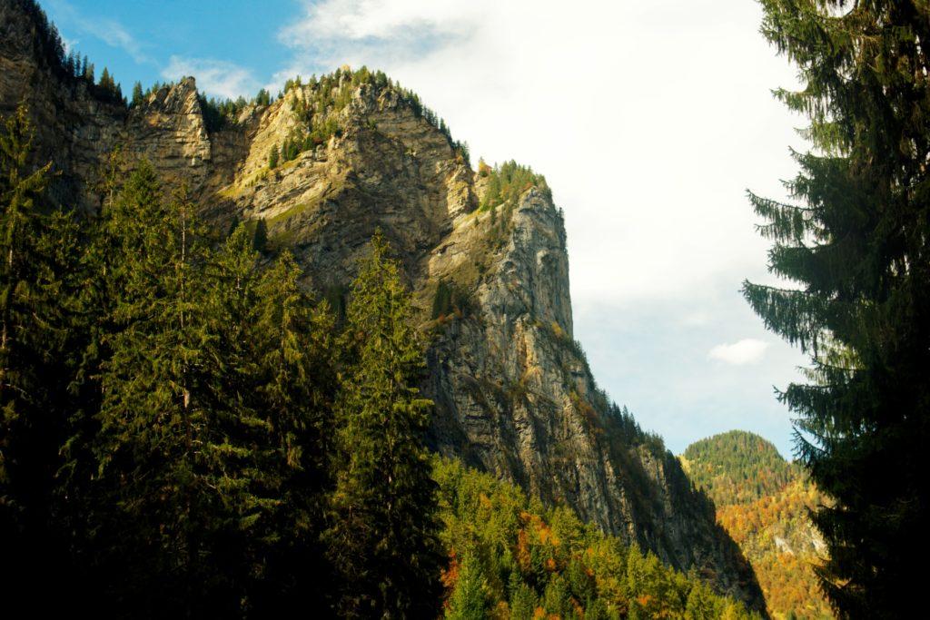 vue-route-direction-cascade-du-rouget-samoens-auvergne-rhone-alpes-promenade