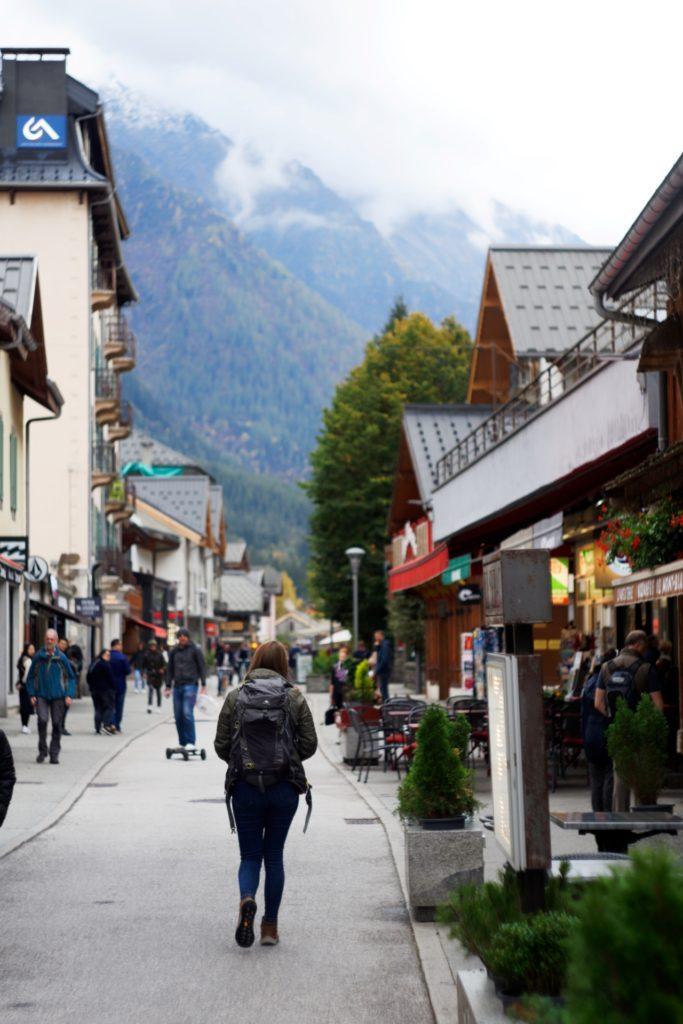vue-rue-du-docteur-pacard-chamonix-mont-blanc-alpes-auvergne-rhone-alpes