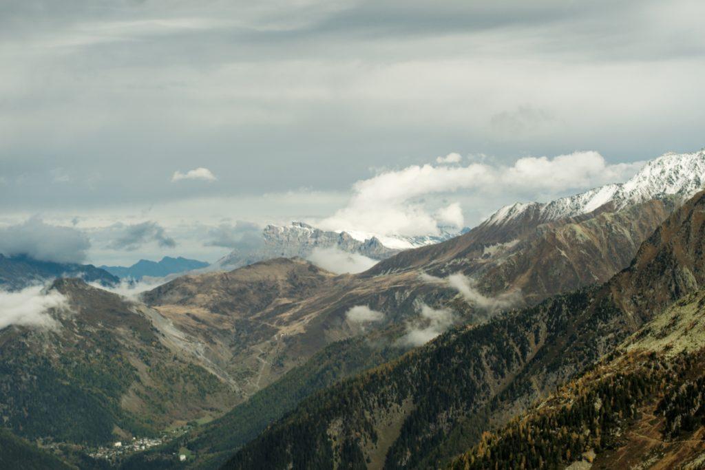 vue-depuis-le-telepherique-sur-les-alpes