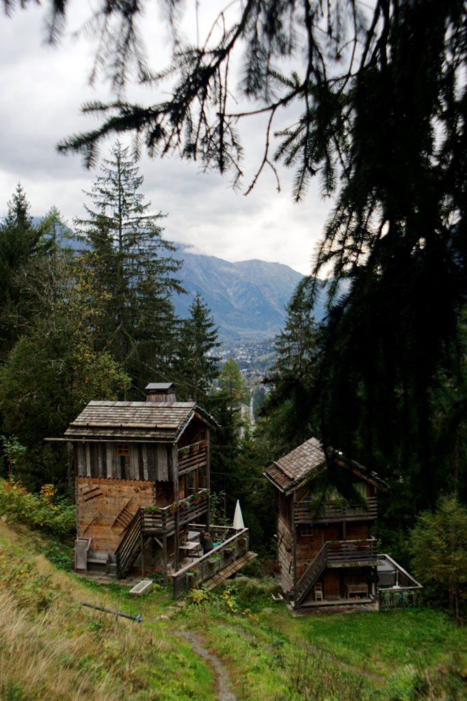 les-chalets de-philippe-vue-sur-la-batie-et-le-lavaret-chamonix-mont-blanc-en-arriere-plan-alpes-auvergne-rhone-alpes-nature-alexandre-bridenne