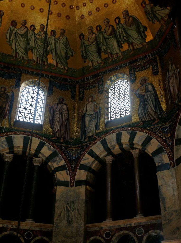 interieur-chapelle-palatine-aix-la-chapelle