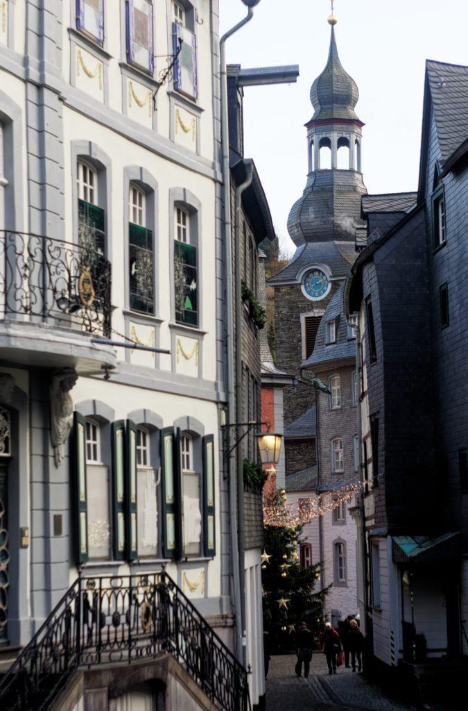 details-lumieres-eglise-et-hotel-de-ville-allemagne-visite-blogtrip-charme
