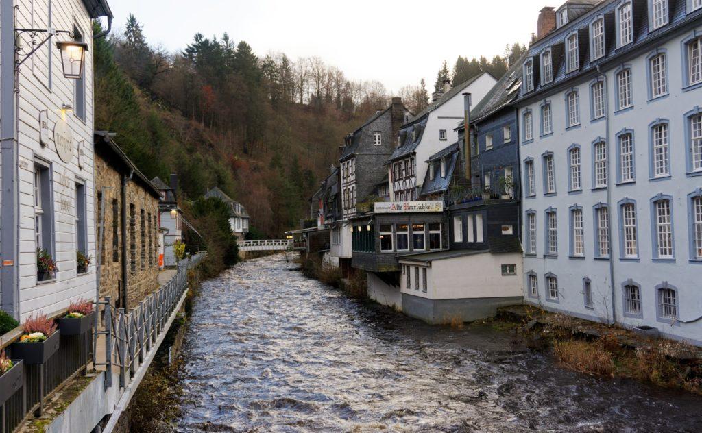 depuis-la-roer-eau-fleuve-allemagne-eifel-tourismus-promenade-decouverte