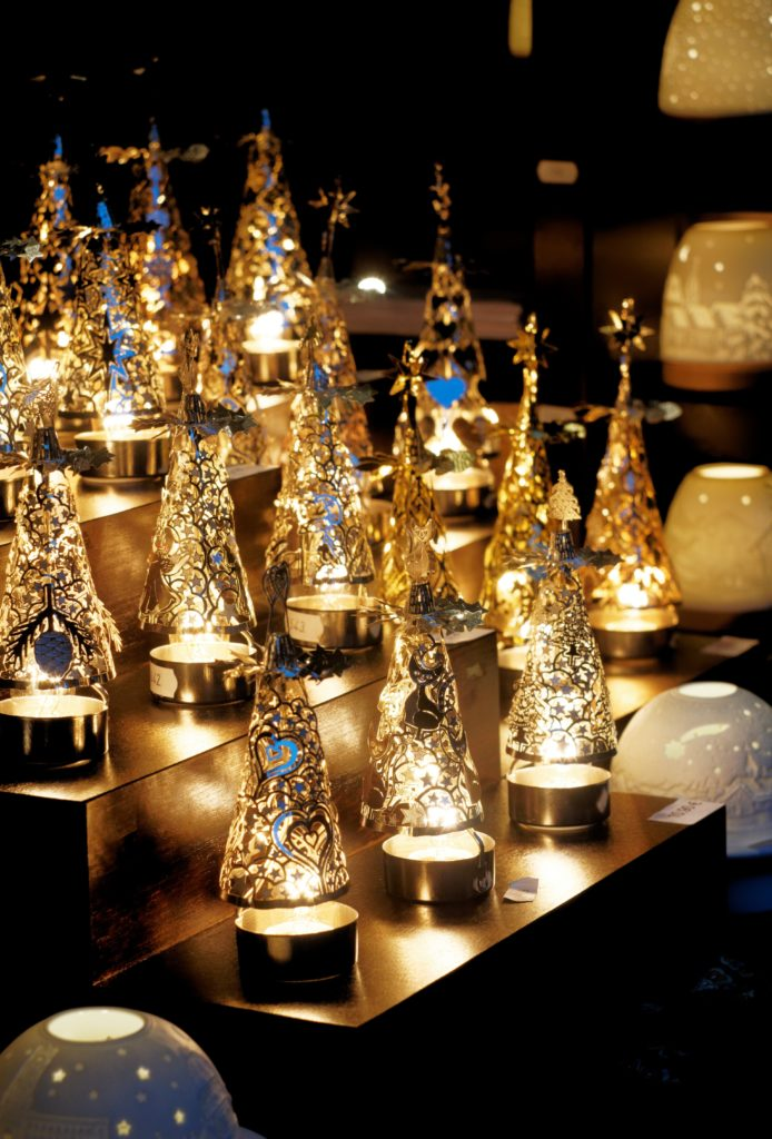 bougeoirs-decoration-de-noel-lumieres-bougies-marche-de-monschau-montjoie-allemagne