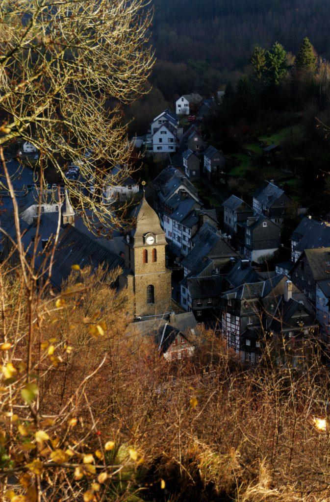 vue-de-panoramawerg-place-du-marche-monschau-montjoie