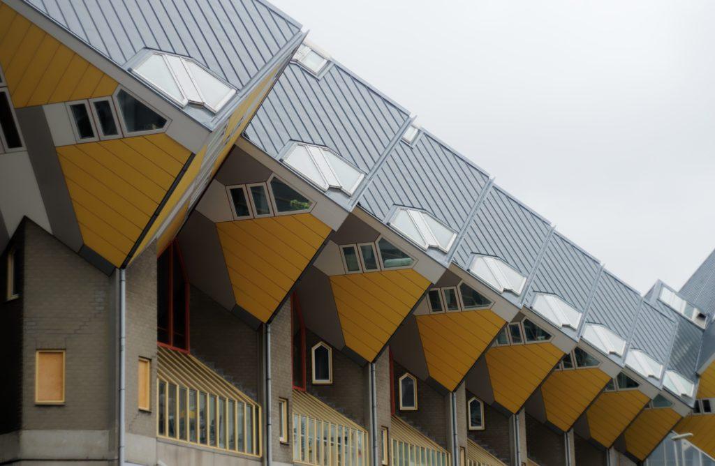 maison-cubique-de-piet-blom-aussi-appellee-kubus-wonningen-couleur-jaune-van-gogh-insolite-bed-and-breakfast-rotterdam