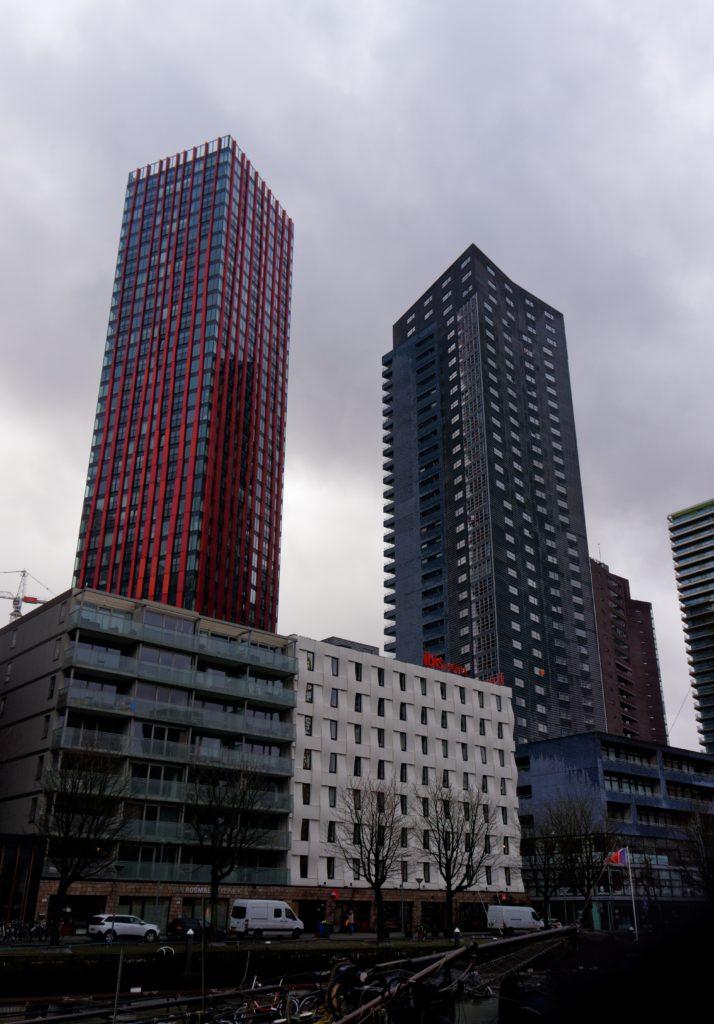 gratte-ciel-skyline-speciale-de-rotterdam-port-europeen-immense-geant
