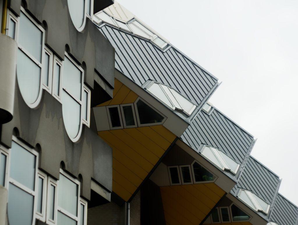 maison-cubique-de-rotterdam-vue-insolite-kubus-wonningen-architecture-de-piet-blom