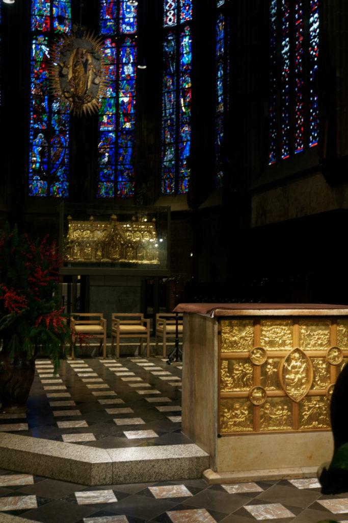 interieur-aachener-dom-cathedrale-aix-la-chapelle