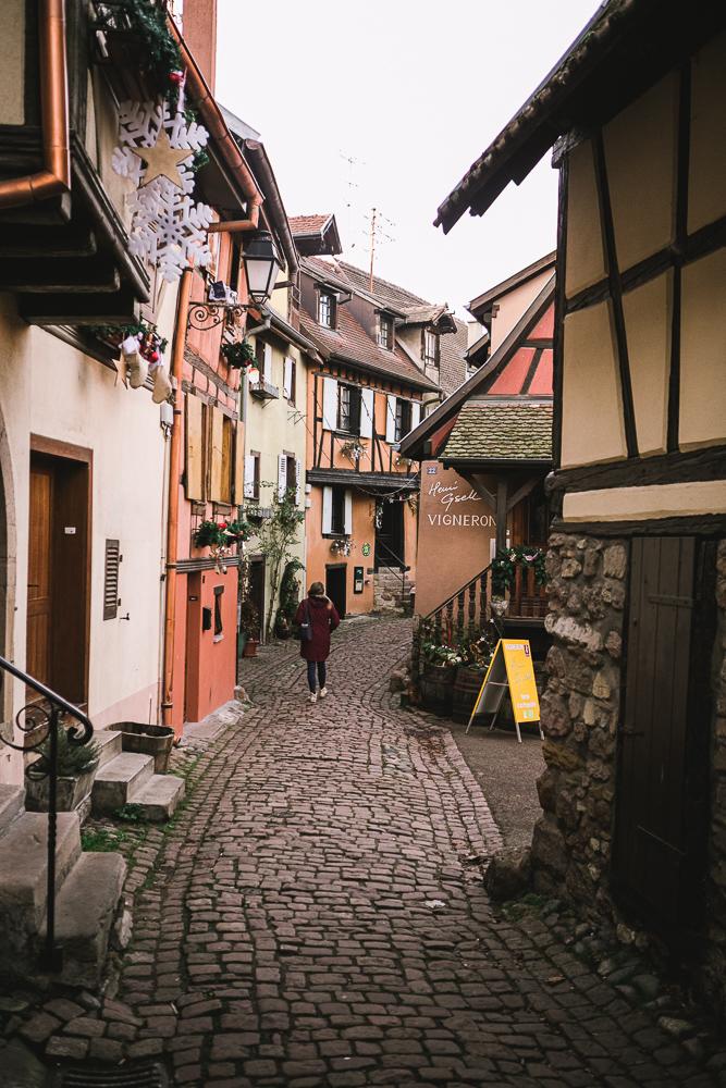 rue-eguisheim-alsace-route-des-vins