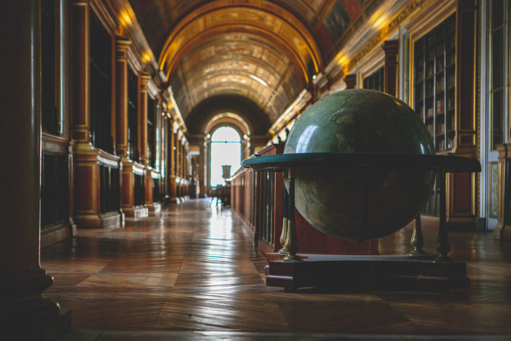 galerie-de-diane-bibliotheque-du-chateau-de-fontainebleau-globe-terrestre-napoleon