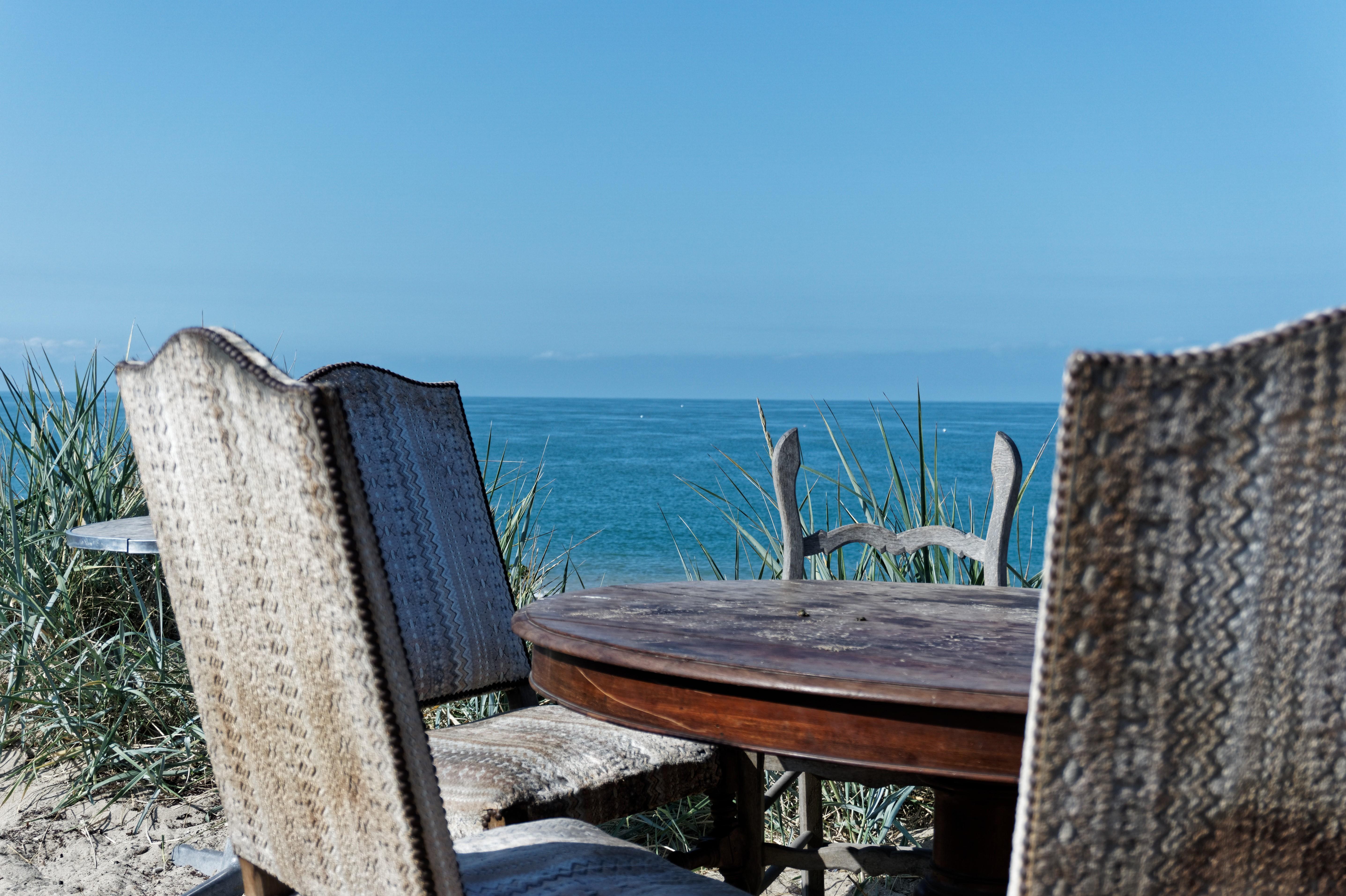 vue-depuis-la-terrasse-du-restaurant-la-cale-les-pieds-dans-le-sable-a-agon-coutainville