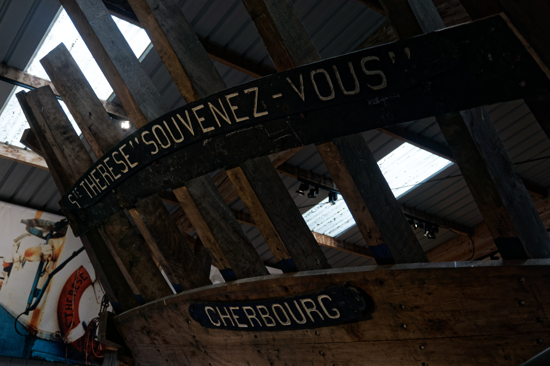 la-carcasse-du-sainte-therese-souvenez-vous-cordier-construit-a-barfleur-et-immatricule-a-cherbourg-sur-l-ile-de-tatihou-dans-la-manche