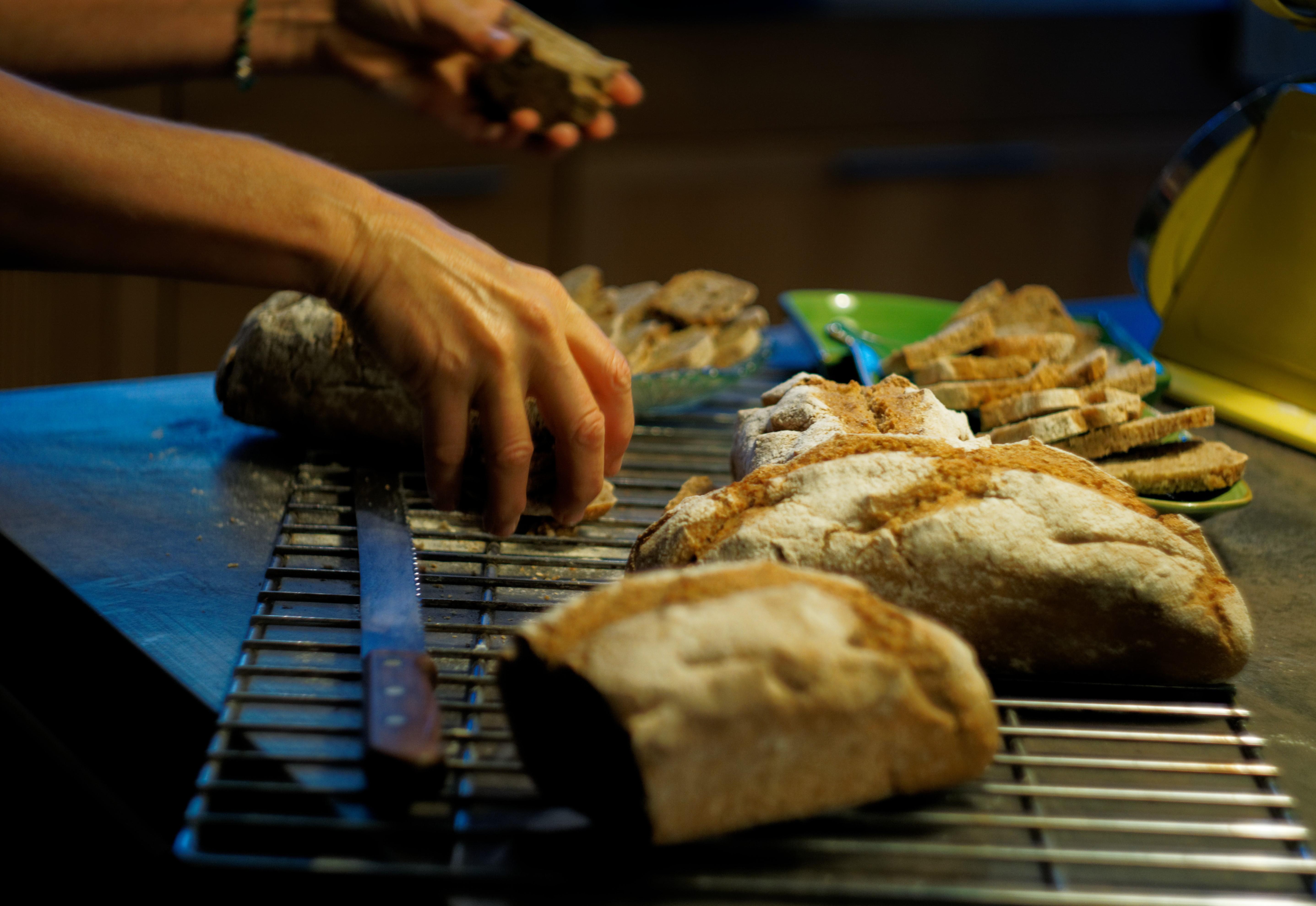 helene-propose-aussi-des-stages-de-cuisine-sur-les-differents-pains-slow-tourisme-healthy-food-aisne-thierache