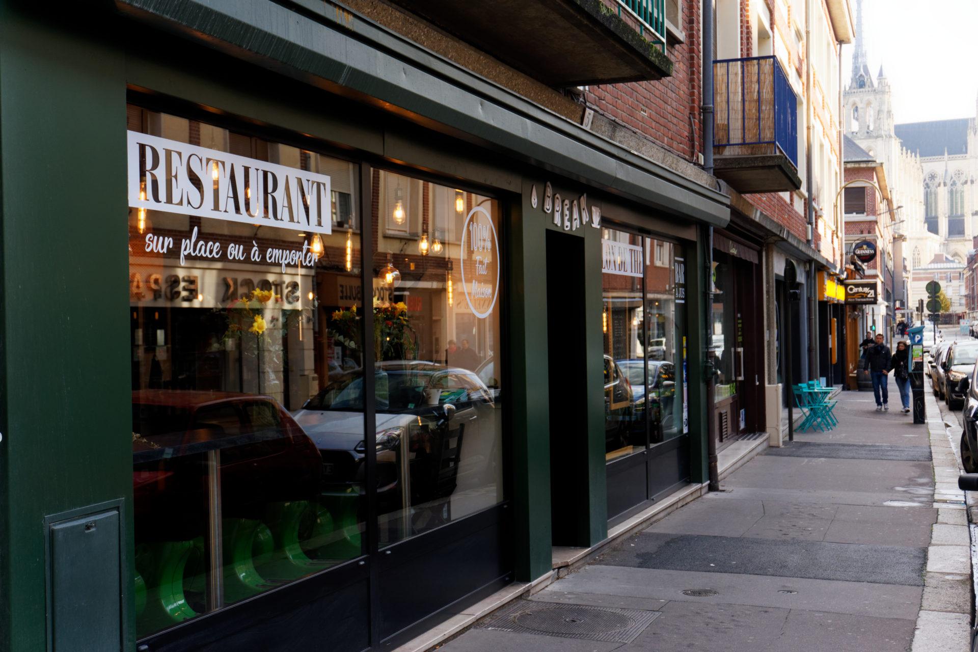 vitrine-du-break-a-amiens-cafe-restaurant-a-emporter-ou-sur-place-healthy-co-working-alexandre-bridenne