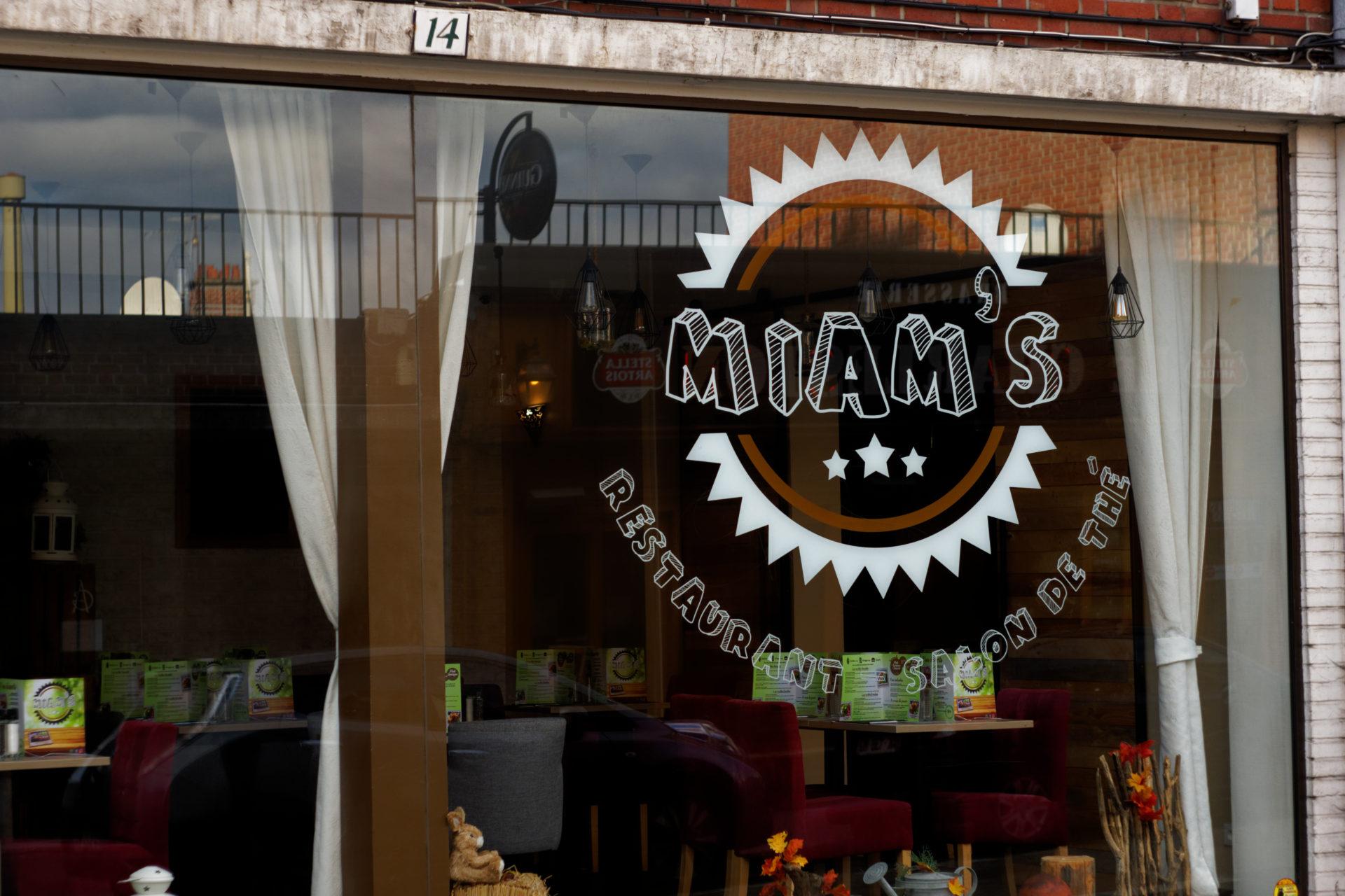 Vitrine Miam's café à visiter à amiens