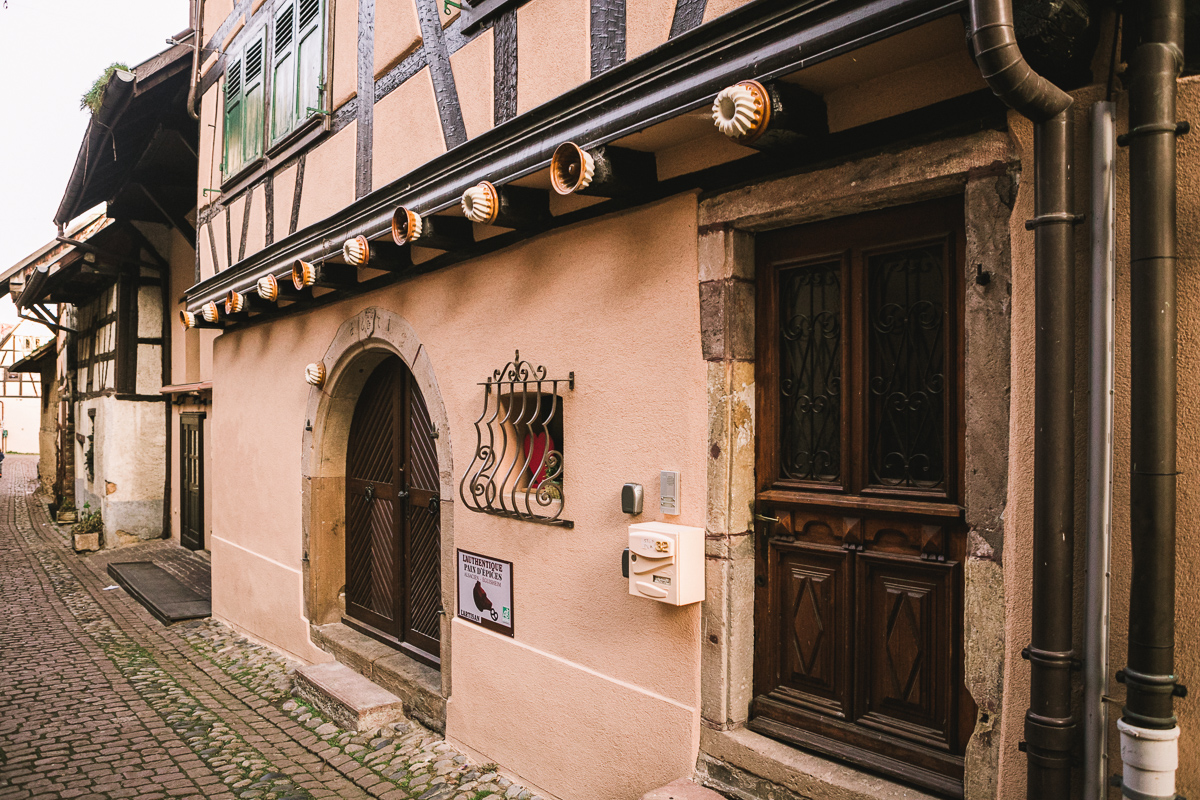 moule-kouglof-kougelhopf-alsace-eguisheim-route-des-vins-facade