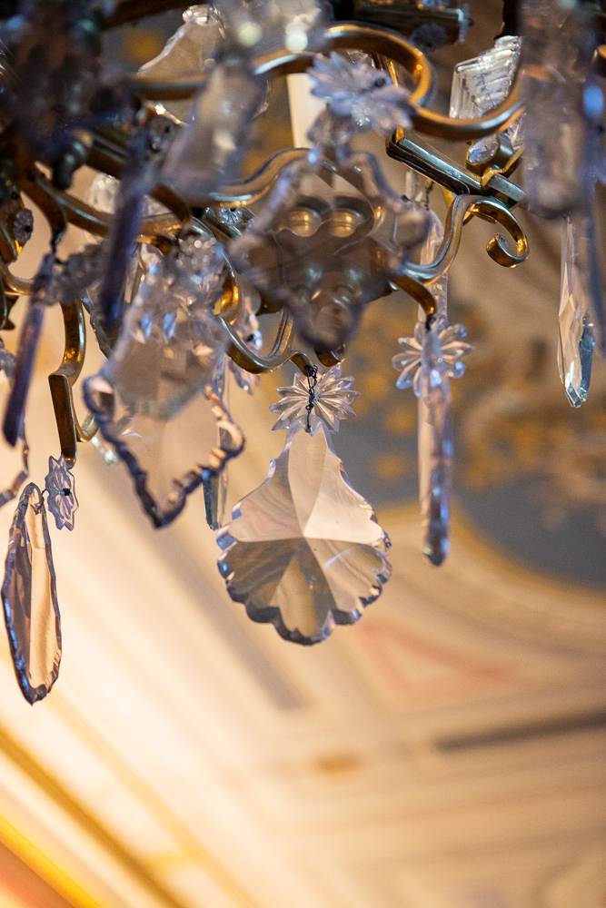 lustre-galerie-des-fastes-details-du-chateau