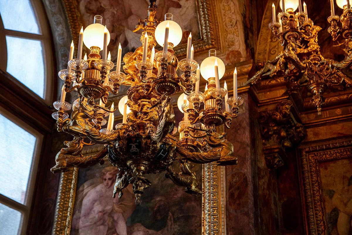 salle-de-bal-luminaire-chateau-details