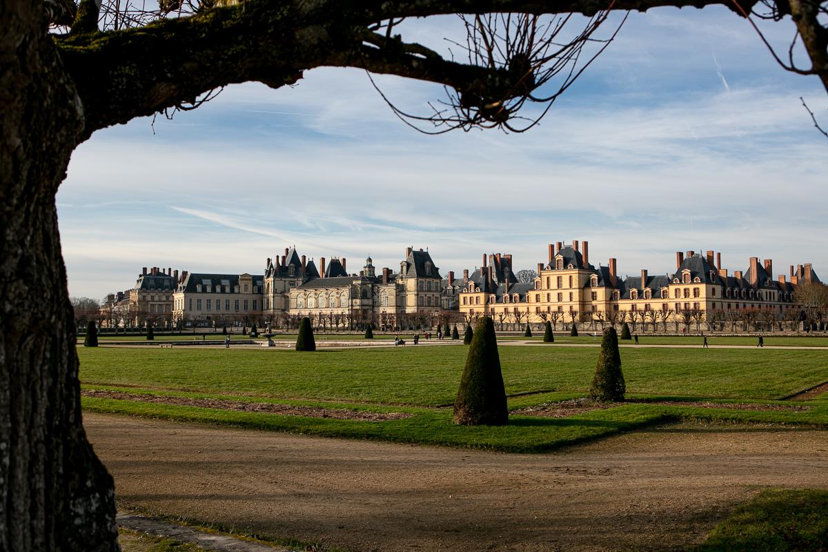 vue-chateau-de-fontainebleau-depuis-les-jardins-parc-foret